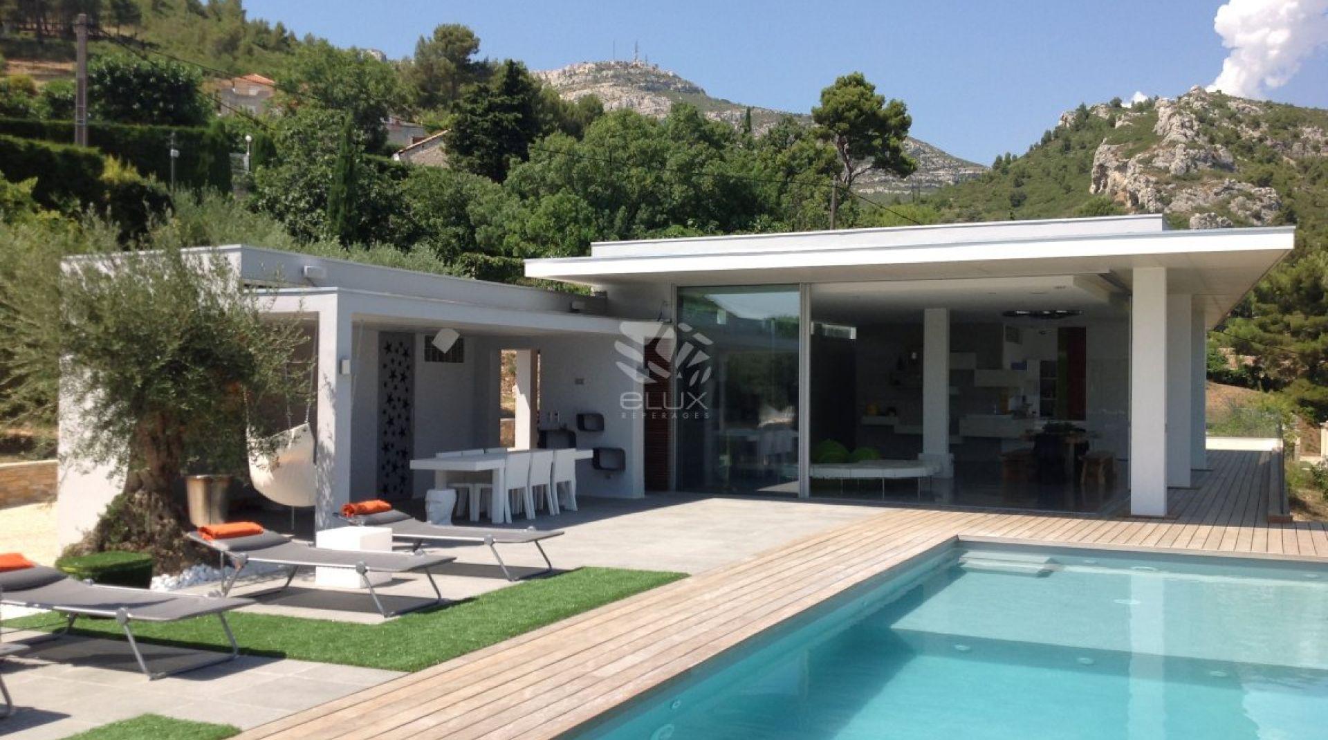 13) Maison D'architecte Avec Piscine (16M) Et Terrasse En ... intérieur Piscine Teck