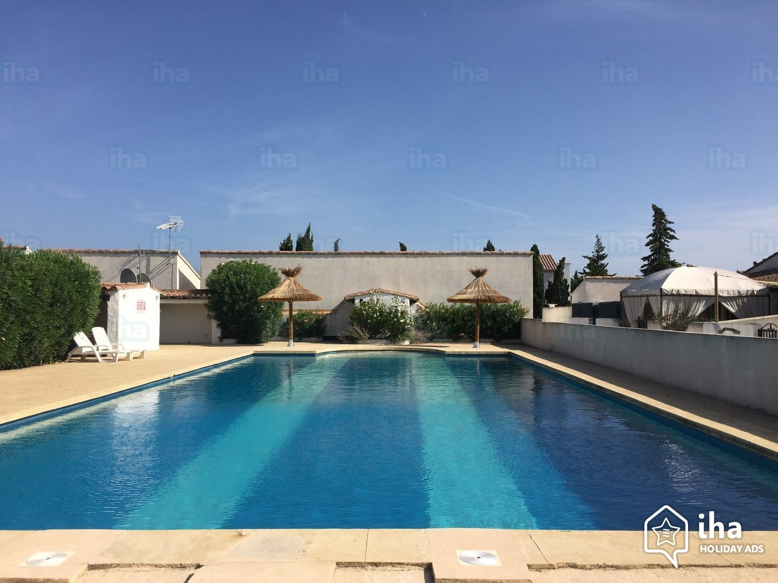 2 Bedrooms Flat-Apartments For Rent From 4 To 5 People tout Piscine Fos Sur Mer