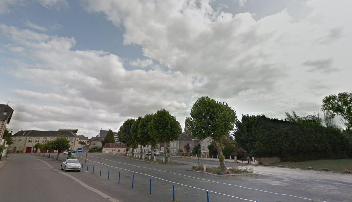 2 Place Du Gapion Saint-Outrille Dampierre-En-Graçay -  ... serapportantà Piscine Dampierre