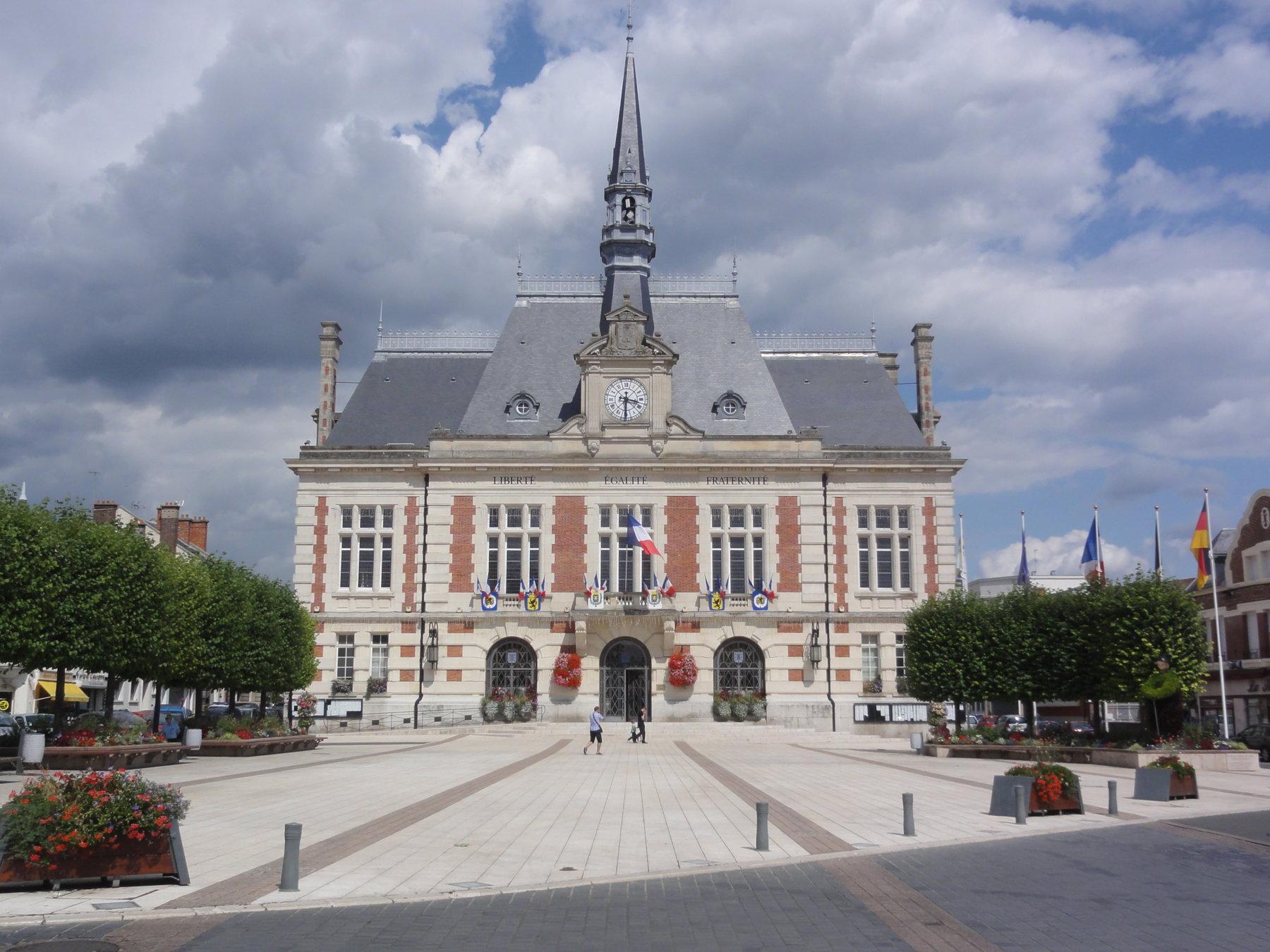 5 Bonnes Raisons De Vivre À Chauny | Challenge Immobilier ... serapportantà Piscine De Chauny
