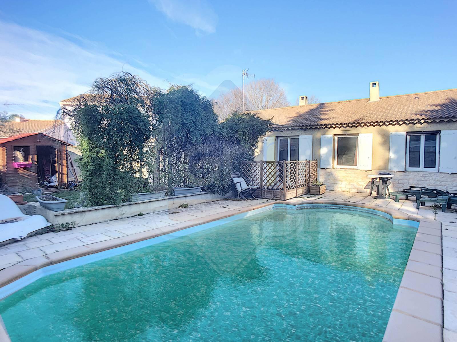 A Vendre Maison De Plain Pied Sur Avignon Extra Muros Avec ... intérieur Maison A Vendre Avec Piscine