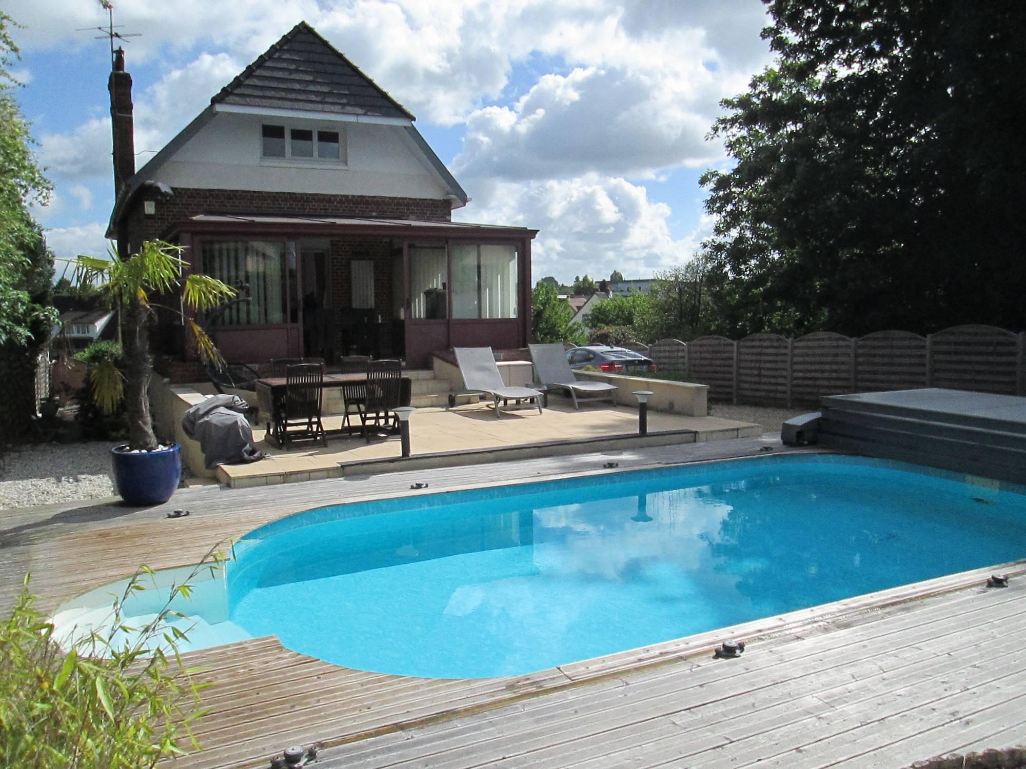 Acheter Une Maison Avec Terrasse Et Piscine Montmain - Vip ... concernant Maison Avec Piscine A Vendre