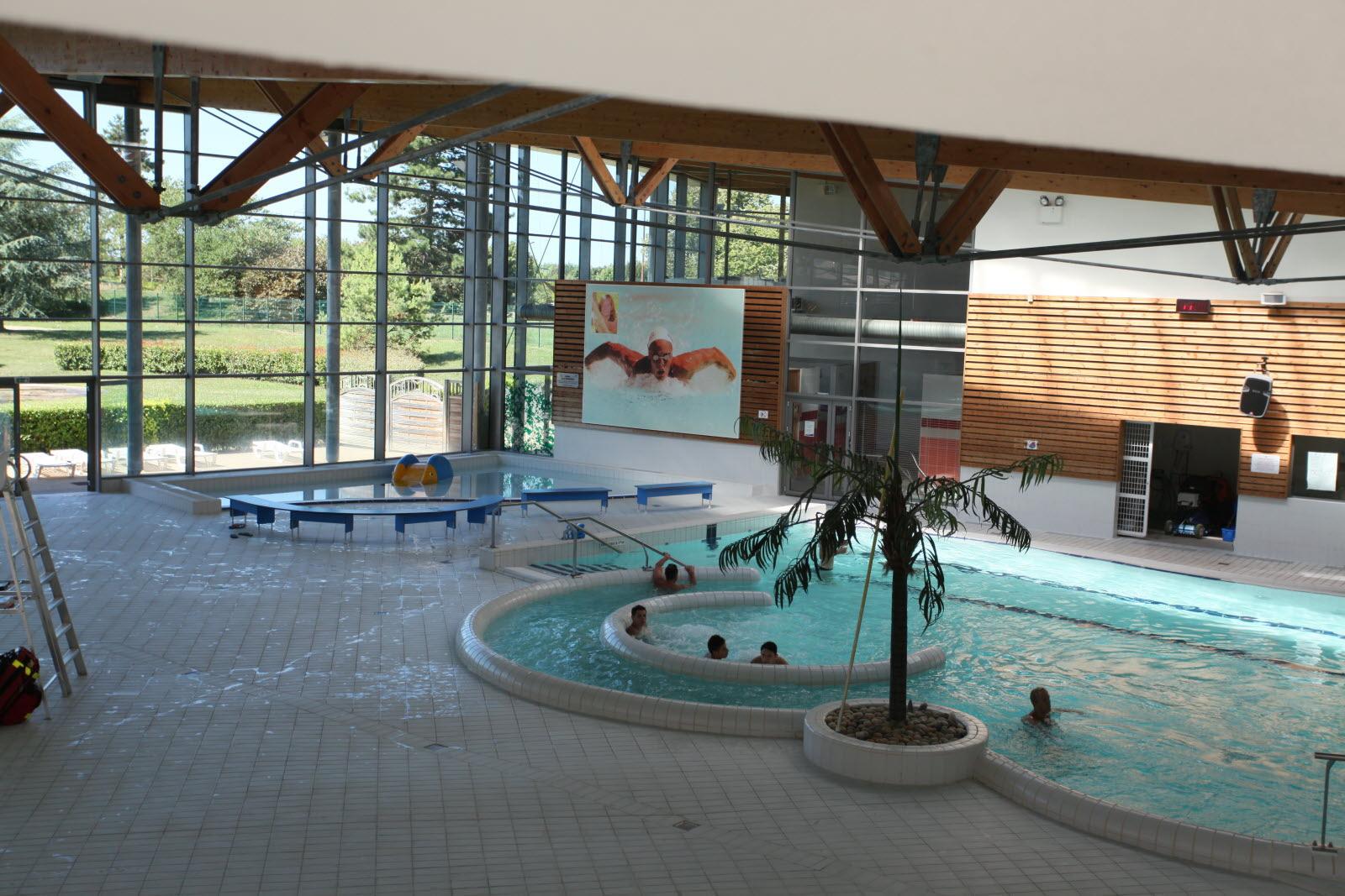 Ain | Ambérieu-En-Bugey : Bientôt, L'eau De La Piscine Sera ... intérieur Piscine Amberieu