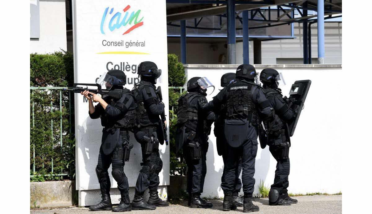 Ain | Découvrez En Vidéo La Simulation De Prise D'otage À La ... serapportantà St Vulbas Piscine