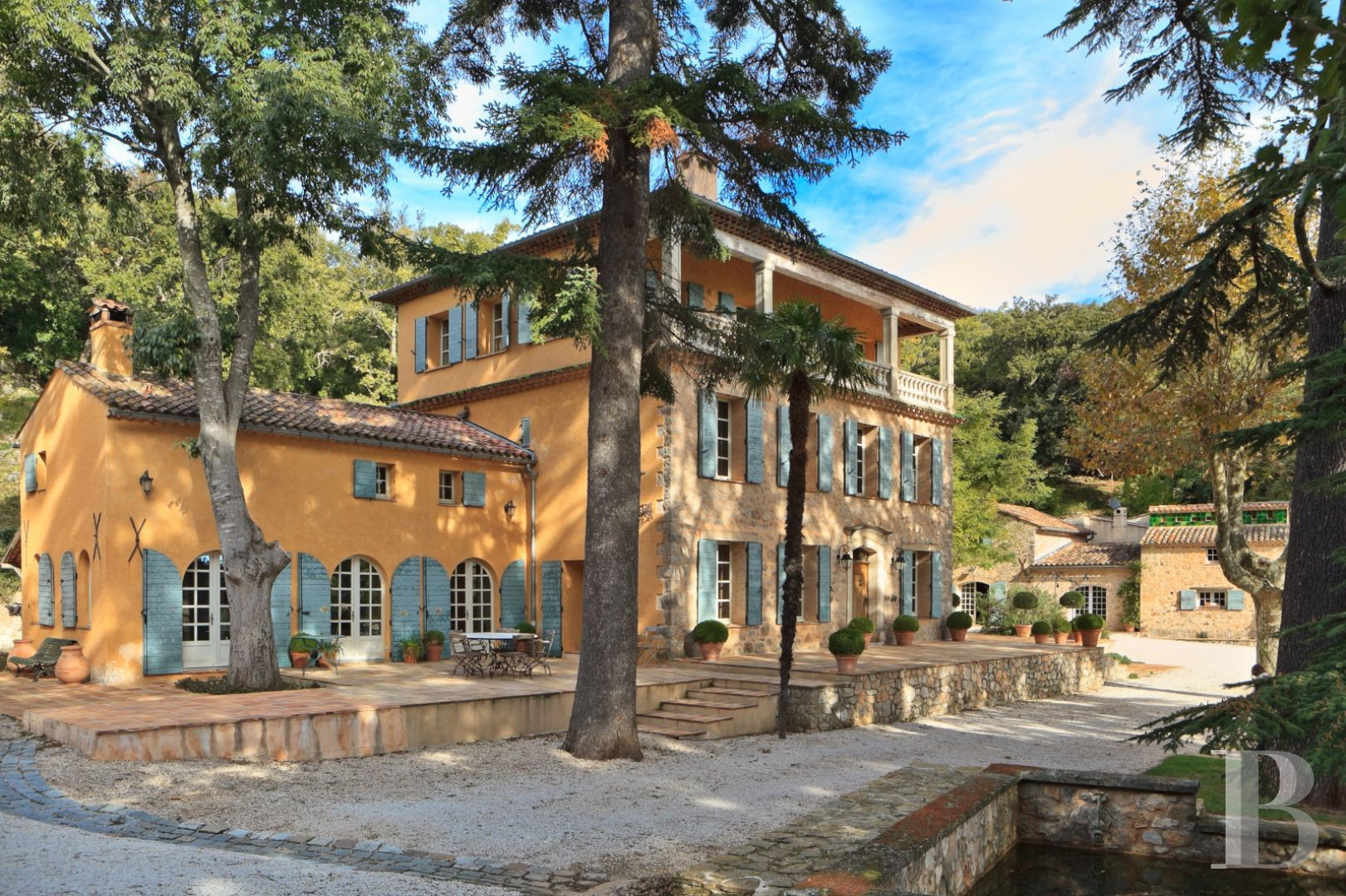 An Estate With A Sea View, A 19Th Century Bastide House, Its Chapel And Its  Guest House Surrounded By Its Land 30 Minutes From The Var Coast pour Piscine Square Du Luxembourg