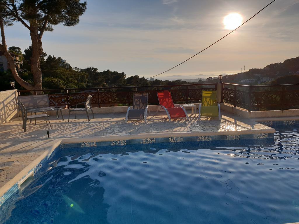 Apartment Studio D'environ 20M2, Piscine, Vue, Marseille ... intérieur Piscine St Charles Marseille