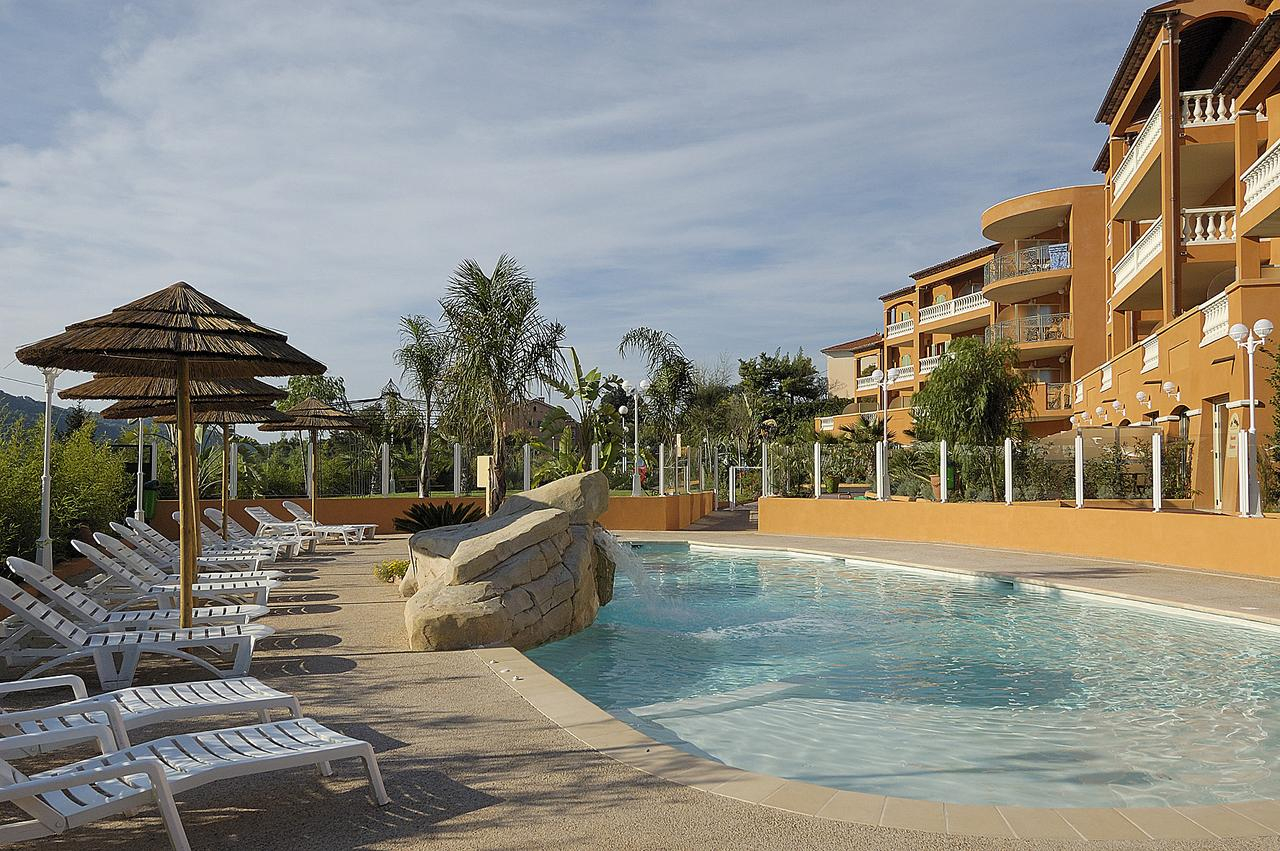 Appart Hotel Lou Castelet, Carros, France - Booking à Piscine Carros