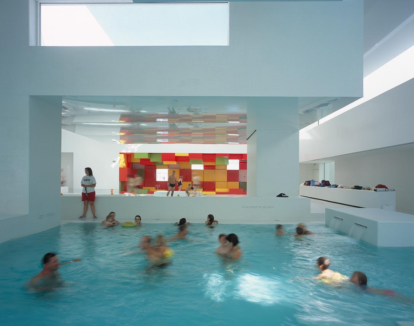 """Aquatic Complex """"les Bains Des Docks"""" — Ateliers Jean Nouvel avec Piscine Port La Nouvelle"""
