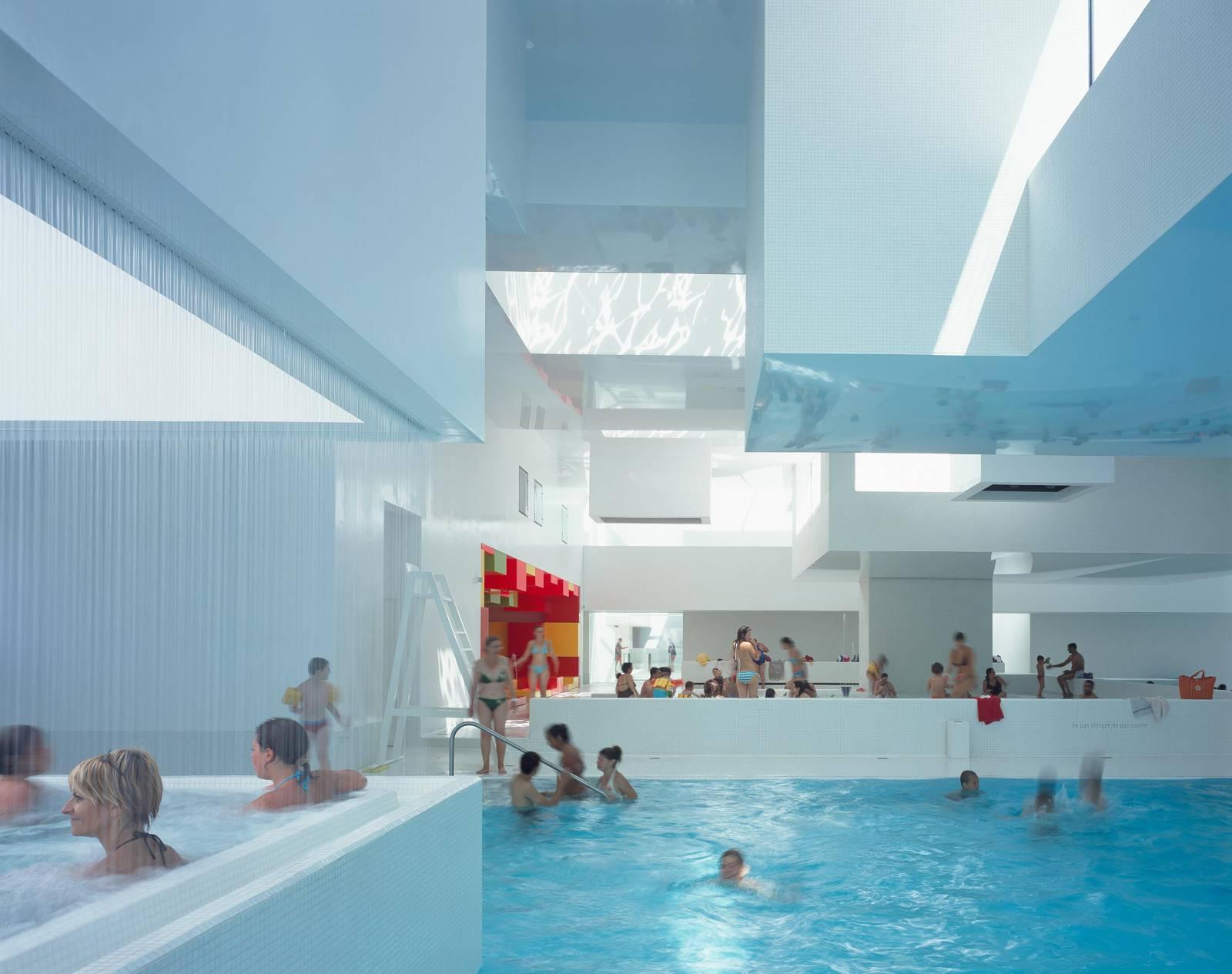 """Aquatic Complex """"les Bains Des Docks"""" — Ateliers Jean Nouvel pour Piscine Port La Nouvelle"""