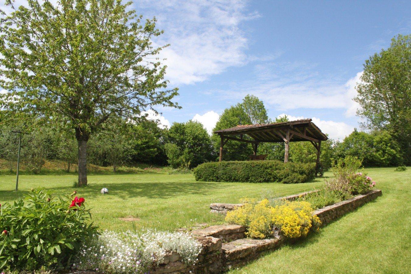 Axe Arnay-Le-Duc /autun - Tres Jolie Maison Ancienne Parfaitement Renovee  Avec Grand Jardin Et Piscine tout Piscine Avallon