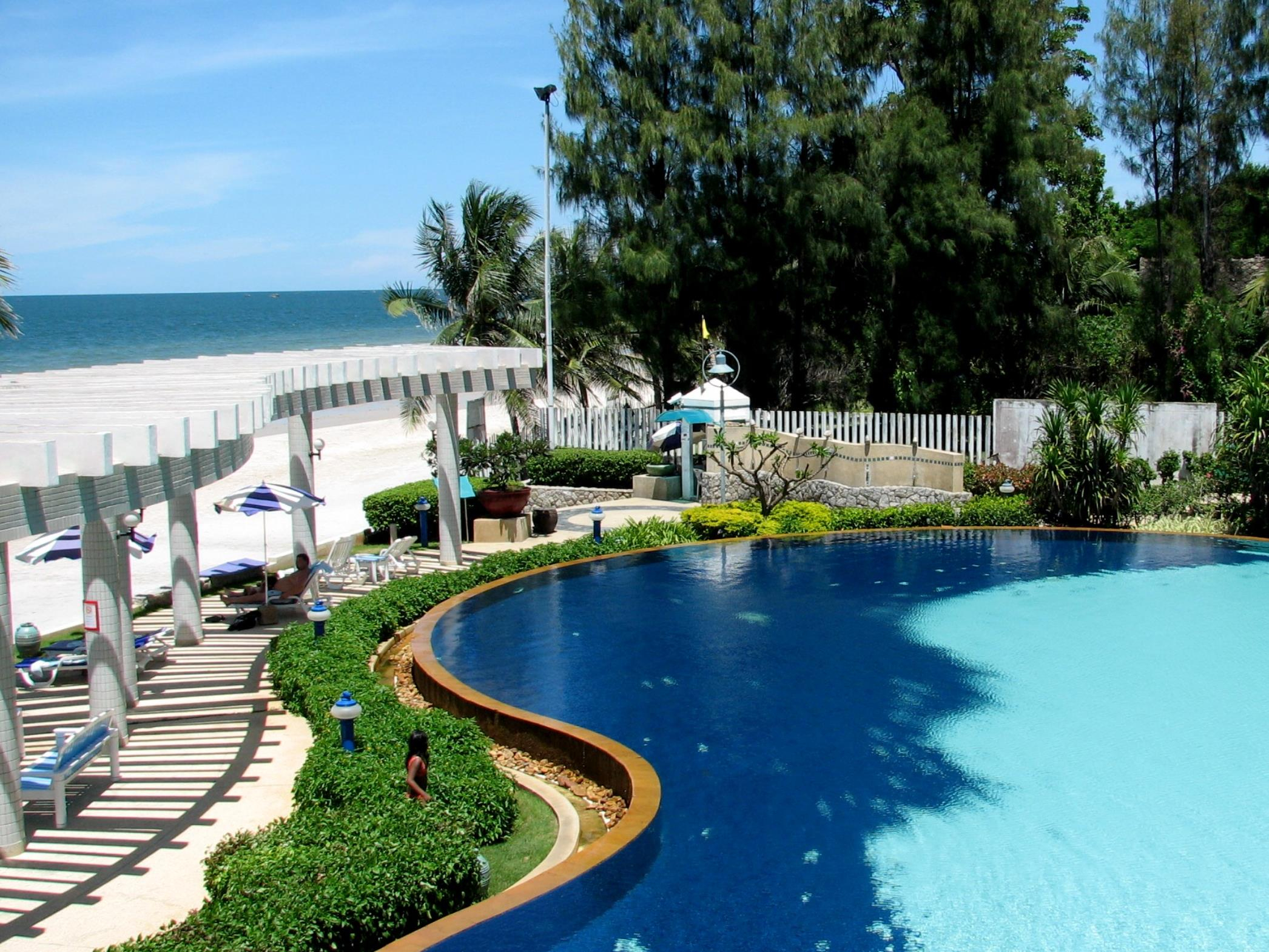 Baan San Saran Beach Front Condo Hua Hin, Front De Mer De ... destiné Piscine Saran
