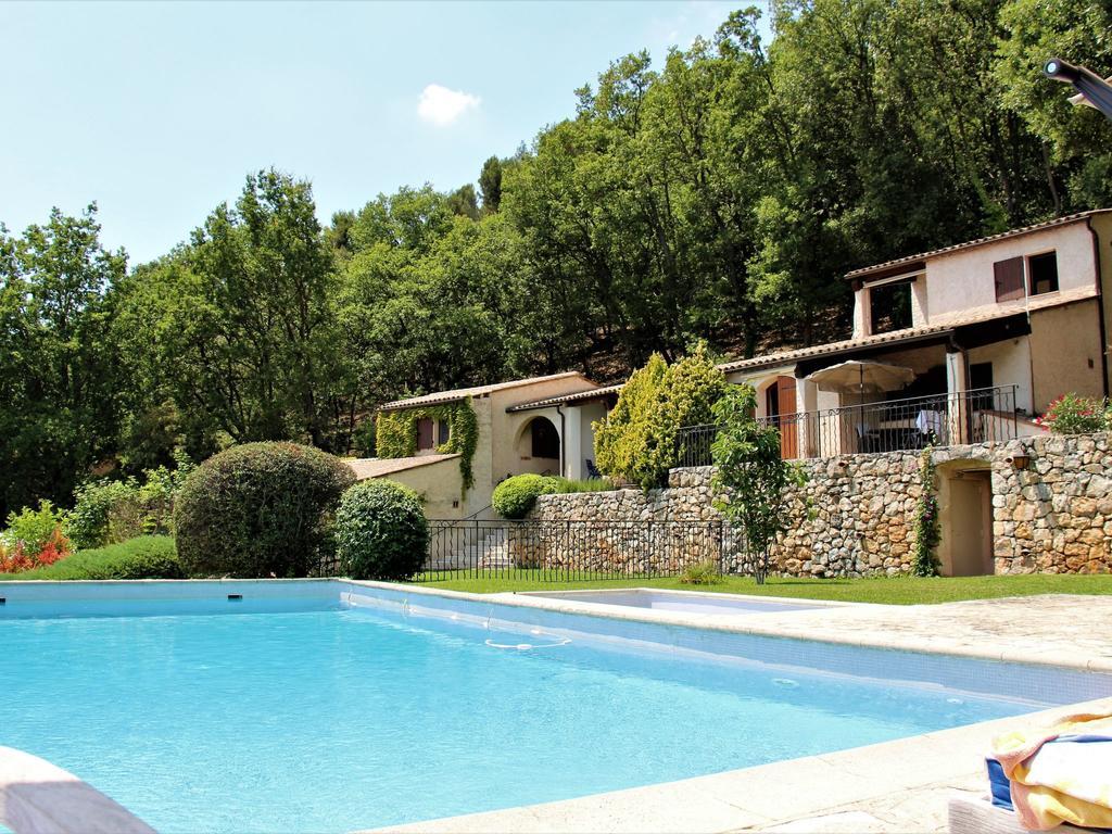 Bachasse Carros Village, France - Booking dedans Piscine Carros