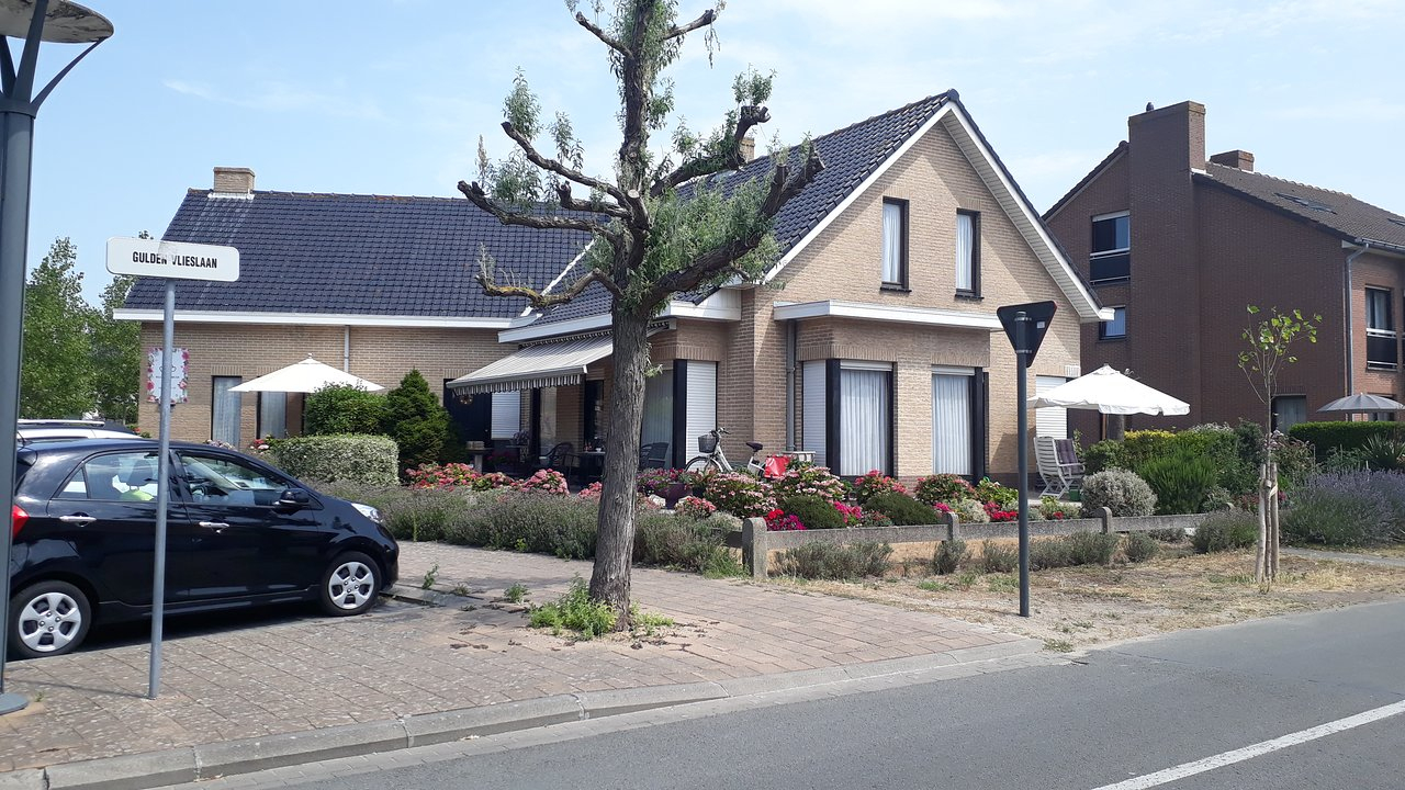 B&b Bloemenhuis (Koksijde, Belgique) - Tarifs 2020 Mis À ... destiné Piscine Coxyde