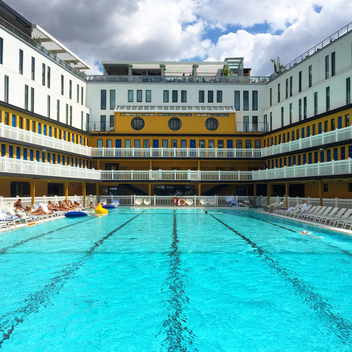 "Bbc Travel On Twitter: ""the Piscine Molitor In #paris Has A ... à Hotel Paris Piscine"