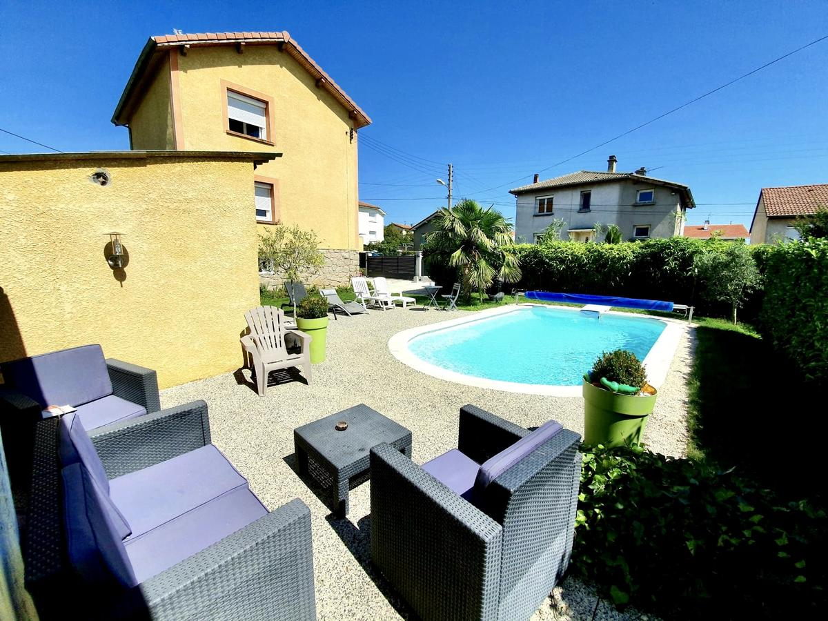 Bed And Breakfast Aux 2 Lots, Sorbiers, France - Booking à Piscine La Talaudiere