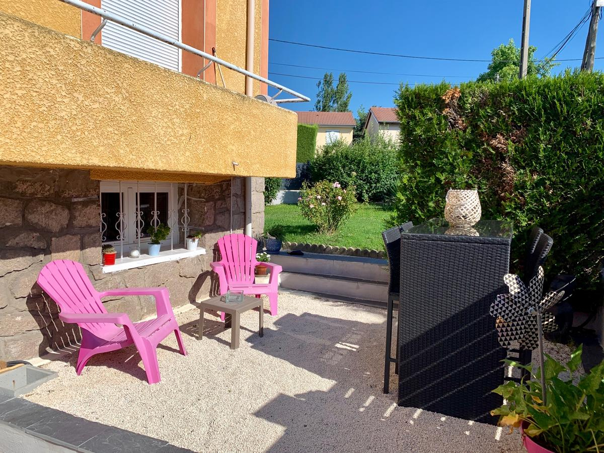 Bed And Breakfast Aux 2 Lots, Sorbiers, France - Booking intérieur Piscine La Talaudiere
