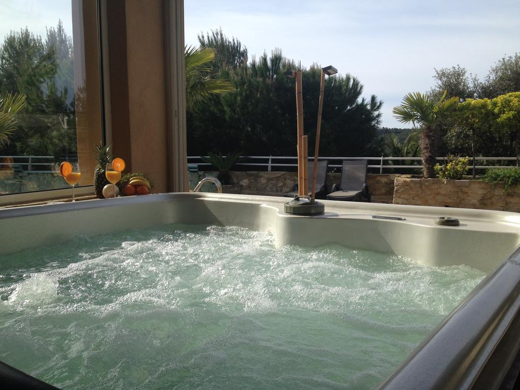 Bed And Breakfast Le Clos Des Chevaliers, Narbonne, France ... tout Cash Piscine Le Cres