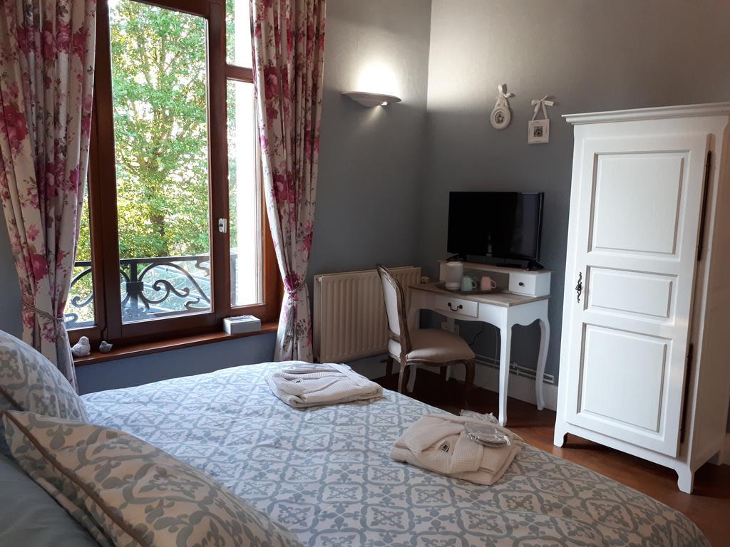 Bed And Breakfast Le Manoir De La Mantille, Caudry, France ... avec Piscine De Caudry