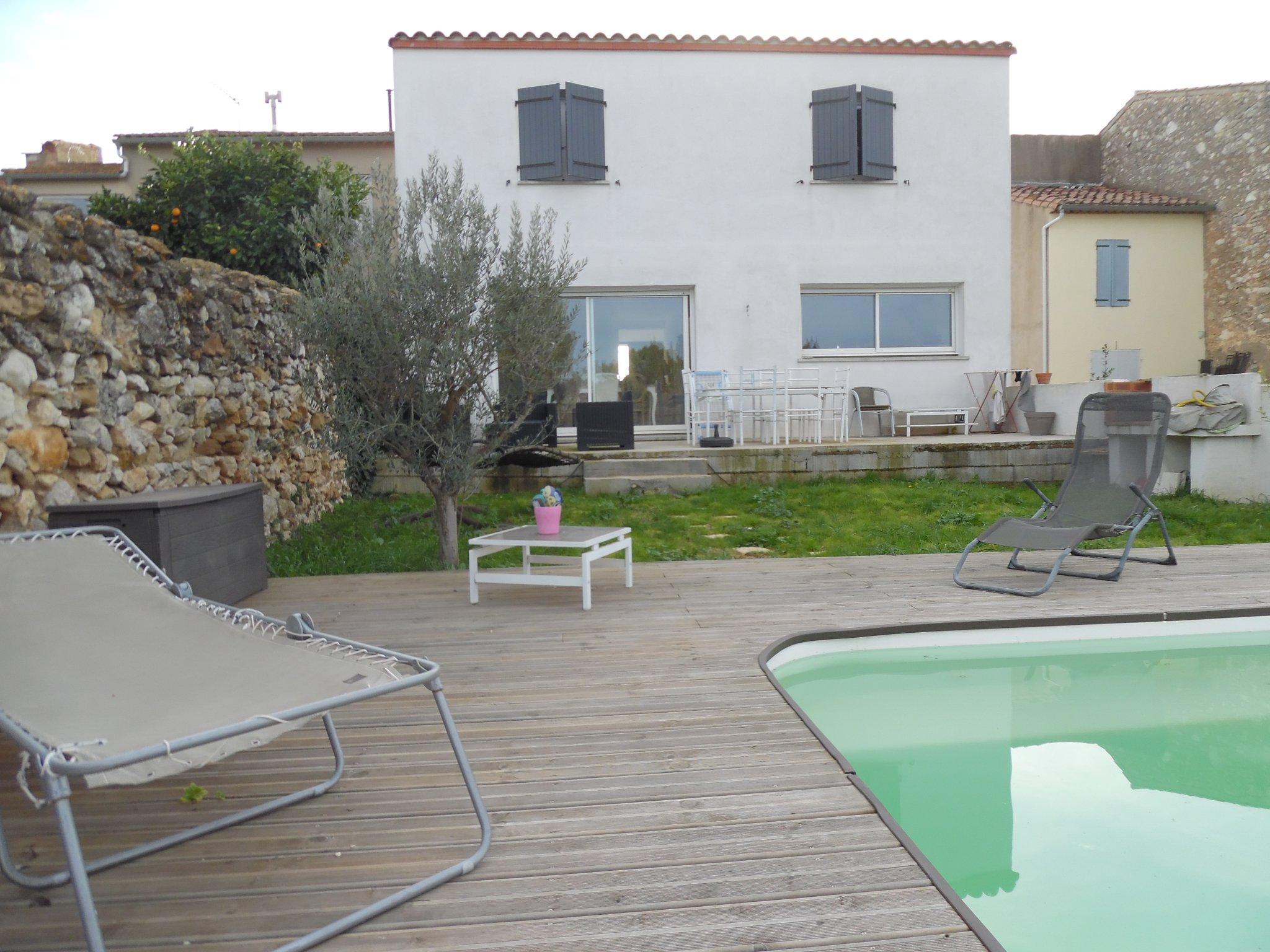 Belle Villa De Type Iv Sur 2 Niveaux Avec Garage, Située Hors Lotissement  Avec Piscine, Le Calme Au Centre Du destiné Piscine Fleury D Aude