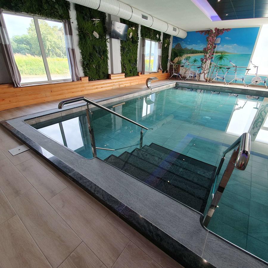 Best Western Hotel & Spa Pau Lescar Aeroport Ex Hôtel Vamcel ... destiné Dalle Piscine Castorama