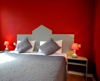 Brit Hôtel Pau Lons - Fransa dedans Piscine Lons