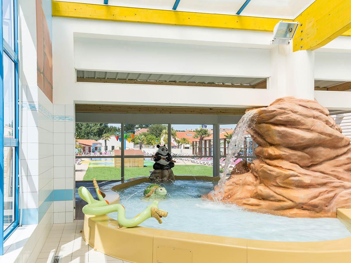 Camping Avec Piscine Intérieure Couverte Parc Aquatique ... concernant Camping Vendée Avec Piscine Couverte