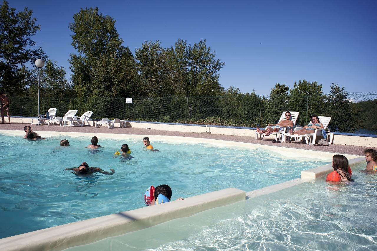 Camping Aveyron - Parc Camping Du Lac : Location Chalets ... concernant Piscine Millau