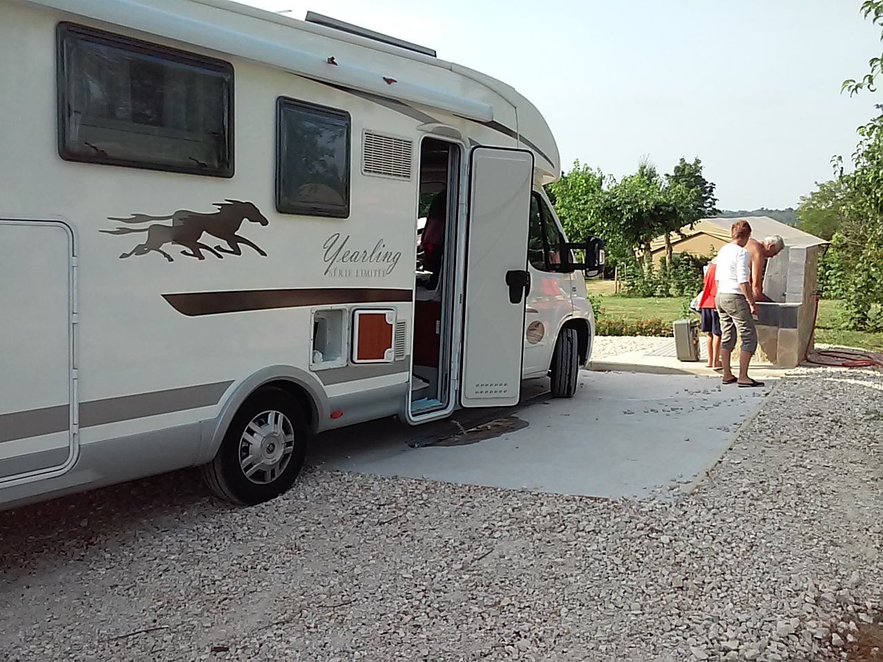 Camping Dordogne Avec Parc Aquatique Aire De Camping Car ... tout Camping Car De Luxe Avec Piscine