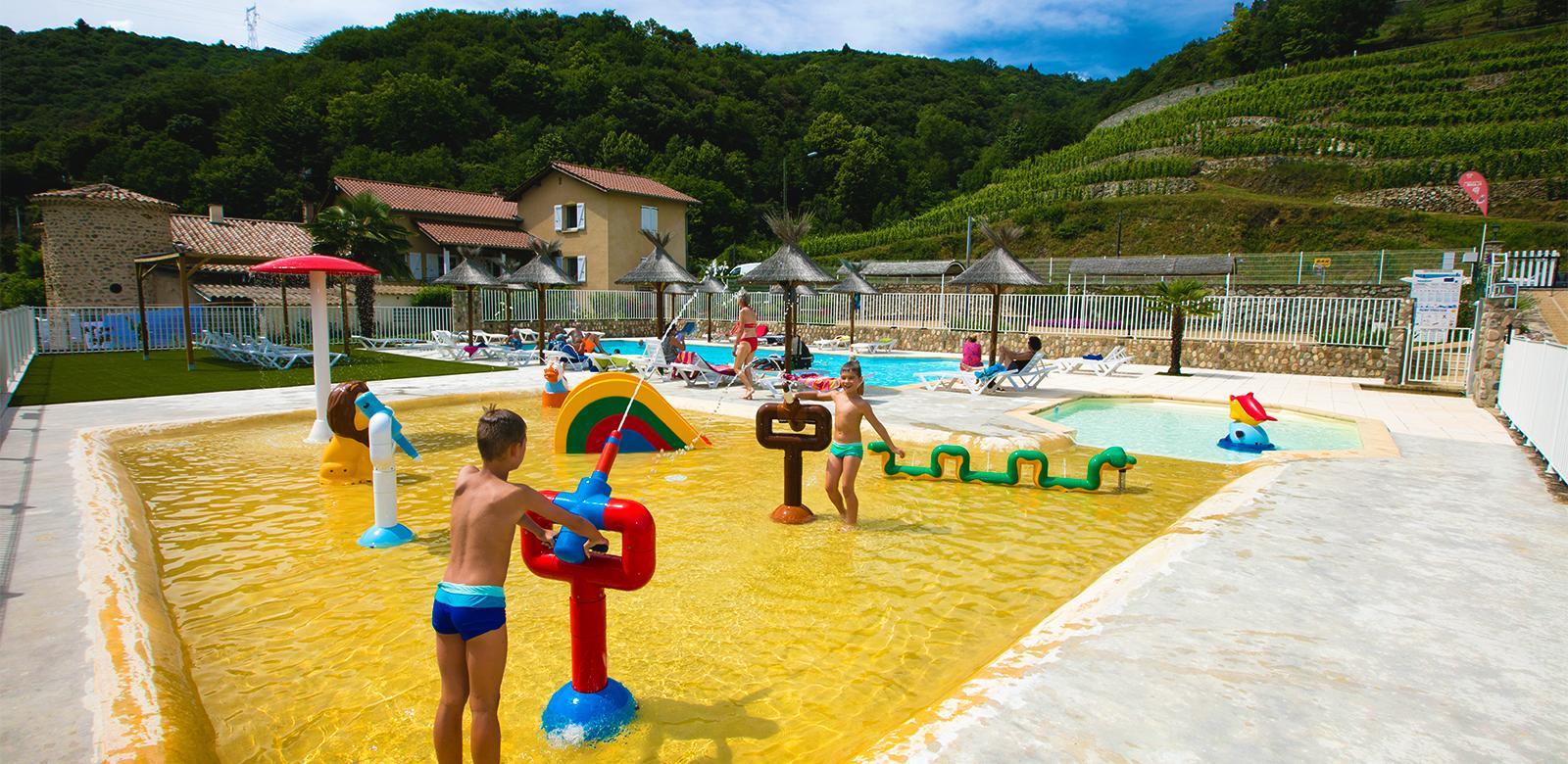 Camping Le Castelet - Camping Ardèche - Camping 4 Étoiles ... destiné Camping Ardèche Avec Piscine