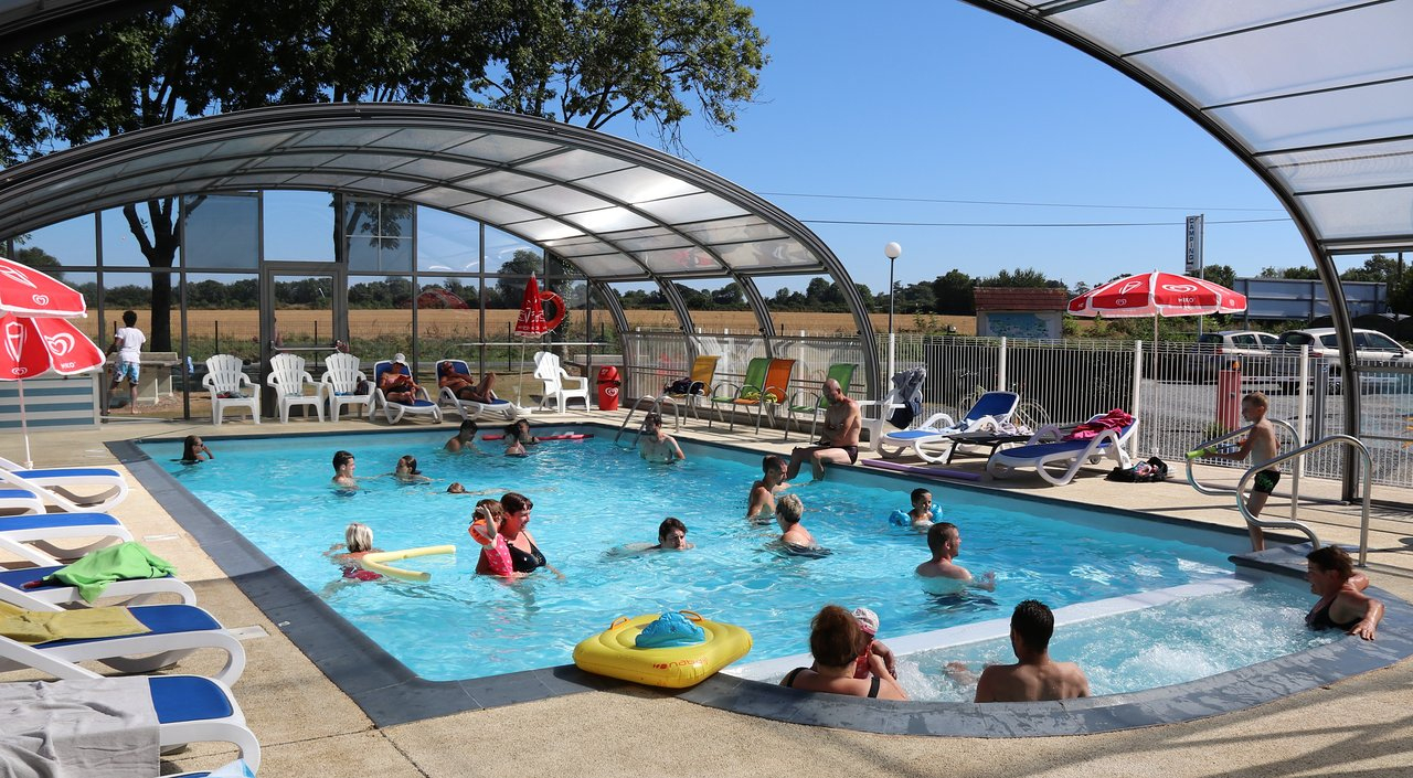 Camping Le Clos De Balleroy - Prices & Campground Reviews ... encequiconcerne Piscine Carpiquet