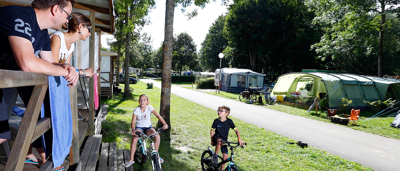 Camping Le Giessen In Bassemberg,france | Campéole intérieur Piscine Bassemberg