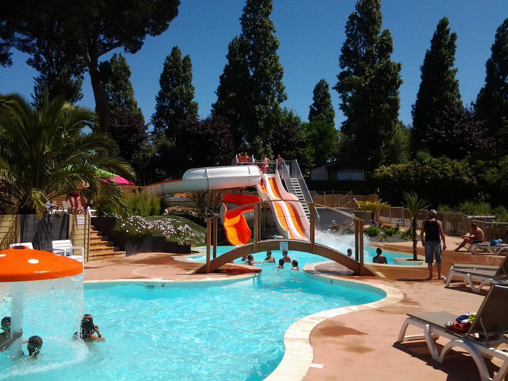 Camping Le Panoramic, Binic, France - Booking intérieur Piscine Binic