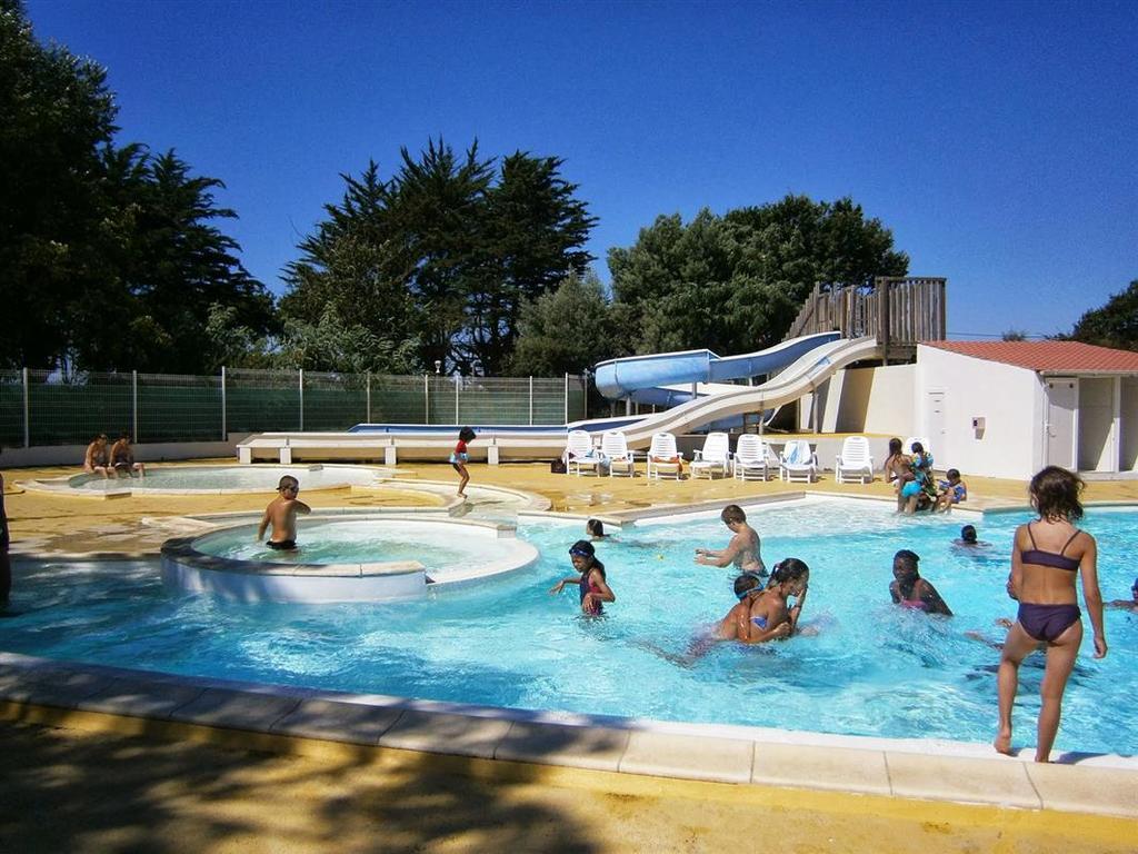 Camping Les Chenes (Médis À 3 Km) Saujon > Locations ... tout Piscine De Saujon