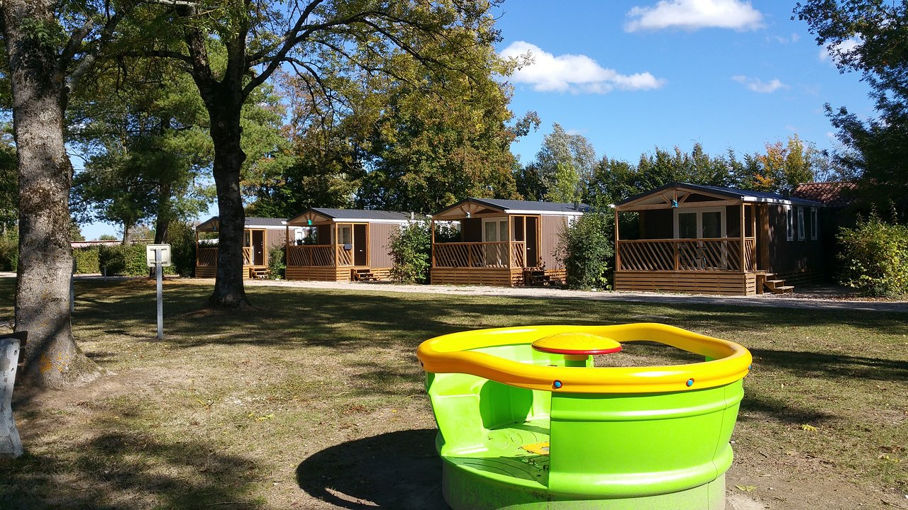 Camping Paradis Des Dombes - Prices & Campground Reviews ... tout Camping Auvergne Piscine