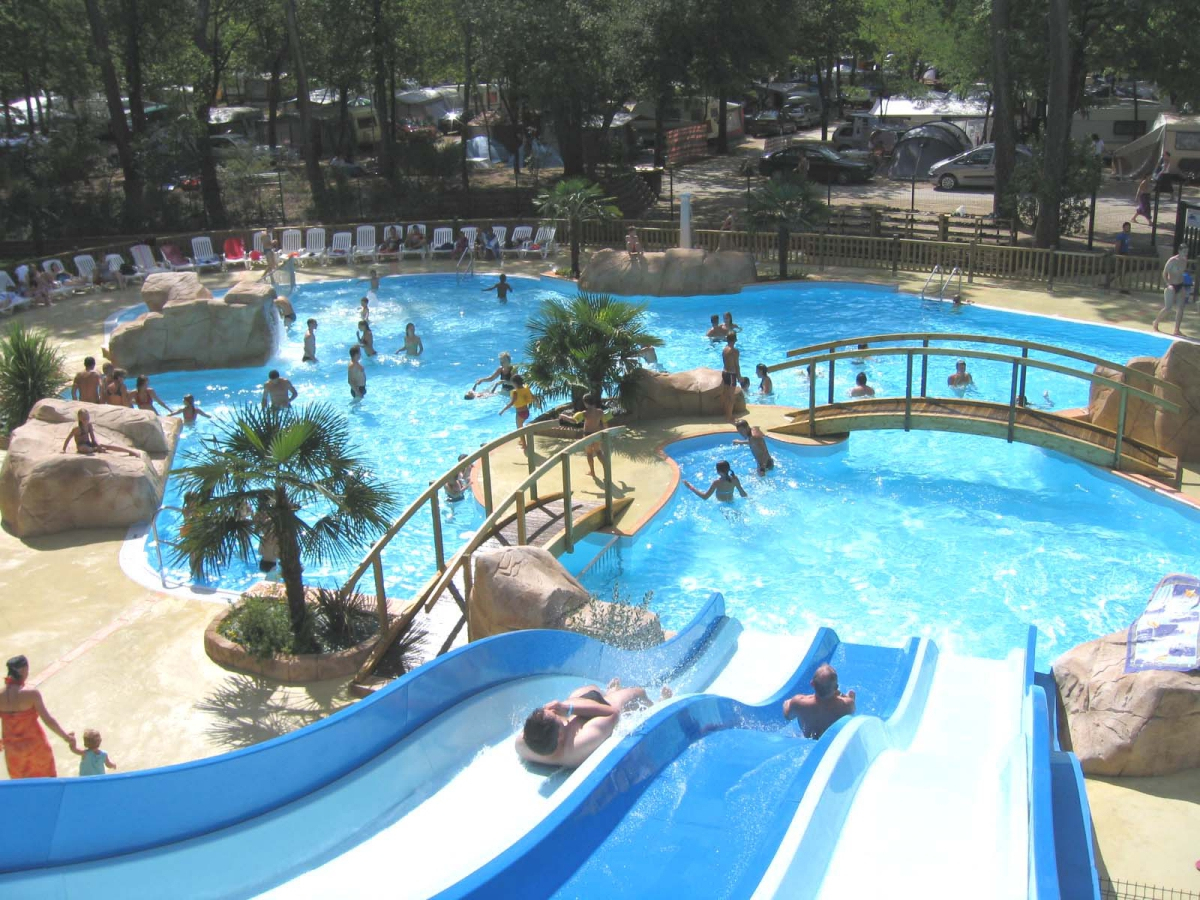Camping Saint-Georges-De-Didonne Parc Aquatique : 1 Campings ... serapportantà Piscine Avec Toboggan Ile De France