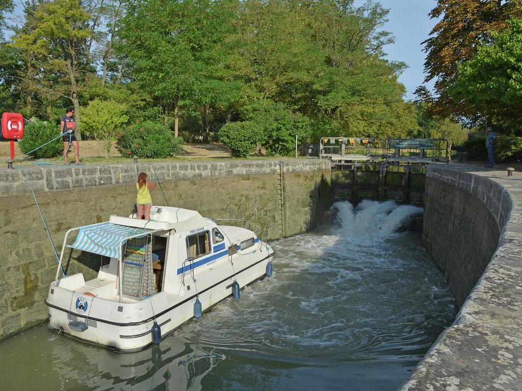 Canal Du Midi, Aude Inner Land dedans Piscine Grazailles