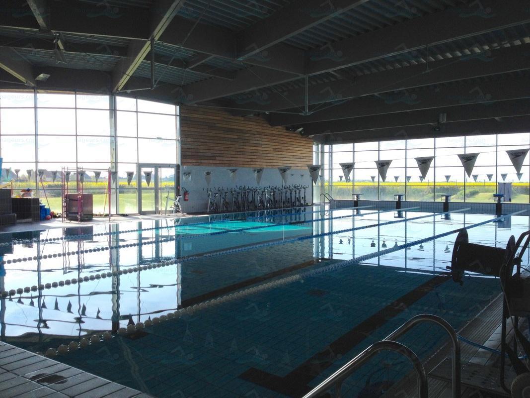 Centre Aquatique Aquanacre - Nageurs intérieur Piscine Douvres La Délivrande