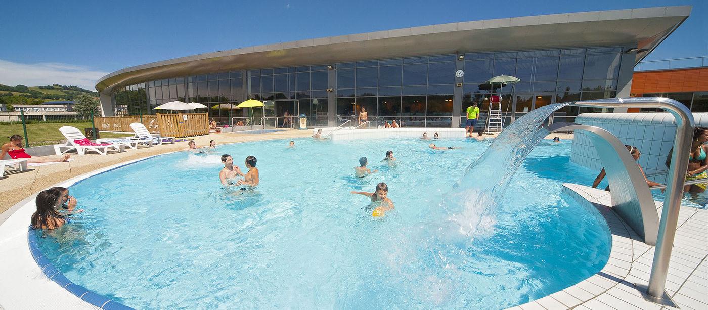 Centre Aquatique Du Bassin D'aurillac - L'espace Extérieur serapportantà Piscine Aurillac