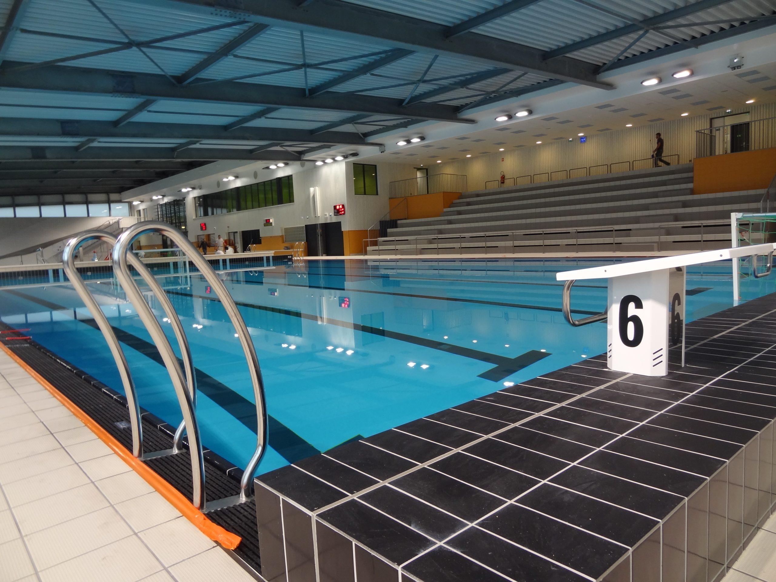 """Centre Aquatique """"les Bassins De L'aqueduc"""" Mornant ... intérieur Piscine De Givors"""