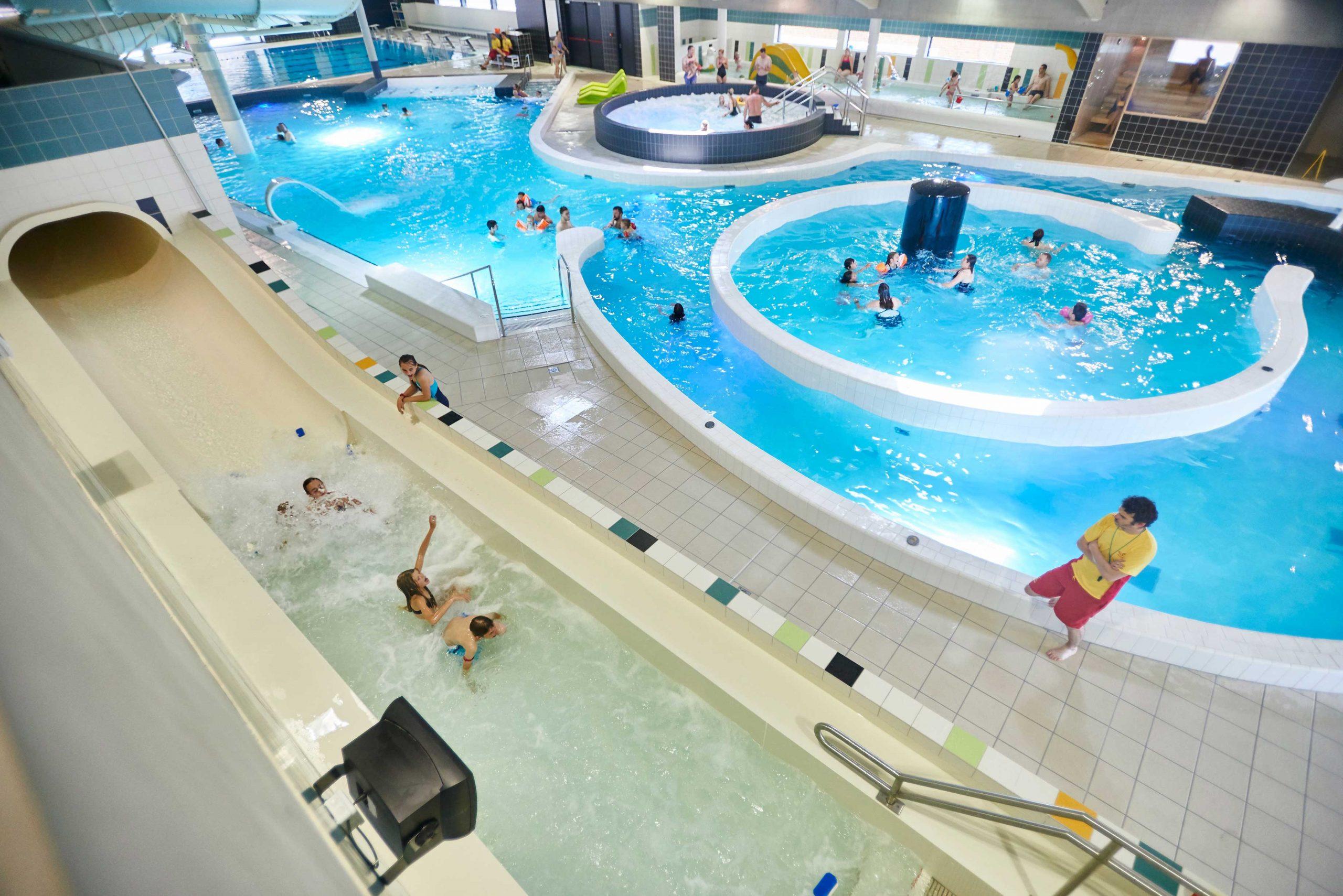 Centre Aquatique   Zwembad De Kouter avec Piscine De Menin