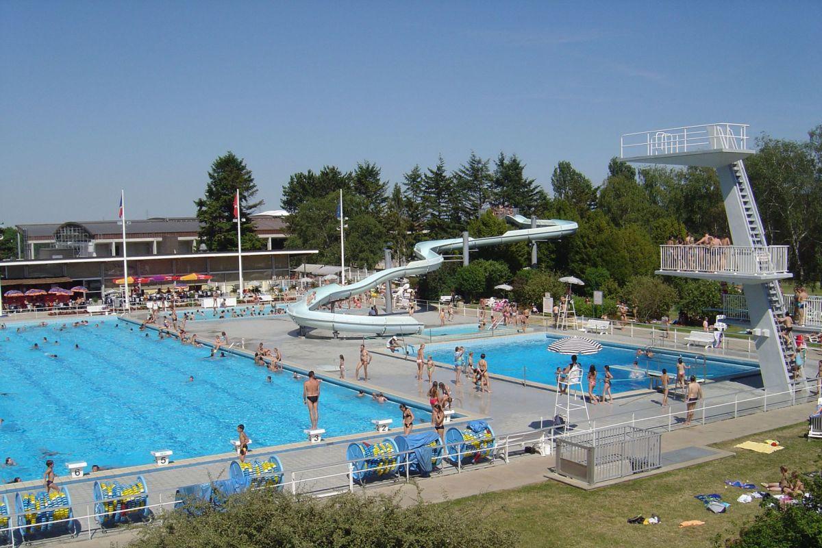 Centre Nautique - Piscine À Divonne Les Bains - Horaires ... tout Piscine Oyonnax
