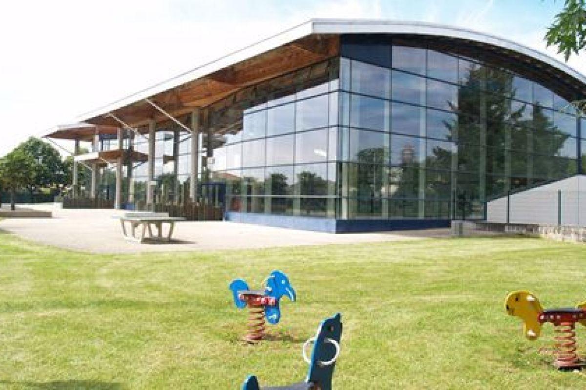 Centre Nautique - Piscine De Chassieu - Horaires, Tarifs Et ... encequiconcerne Piscine Chassieu