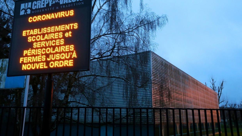 """C'est Le Bazar"""" : Fermetures D'écoles Et De Lieux Publics ... pour Piscine Crepy En Valois"""