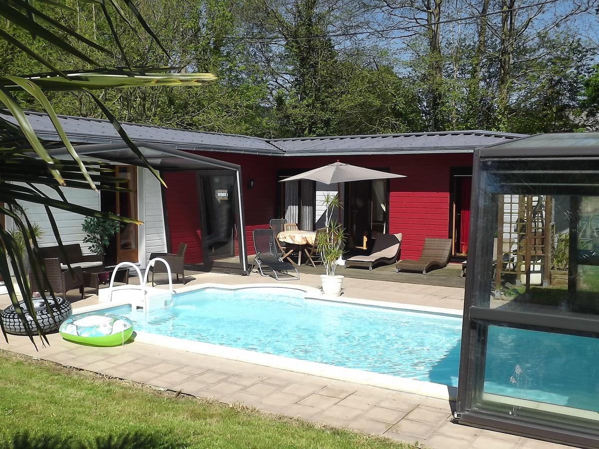 Chalet Les Tropiques, Momignies, Belgium - Booking encequiconcerne Piscine Lesneven
