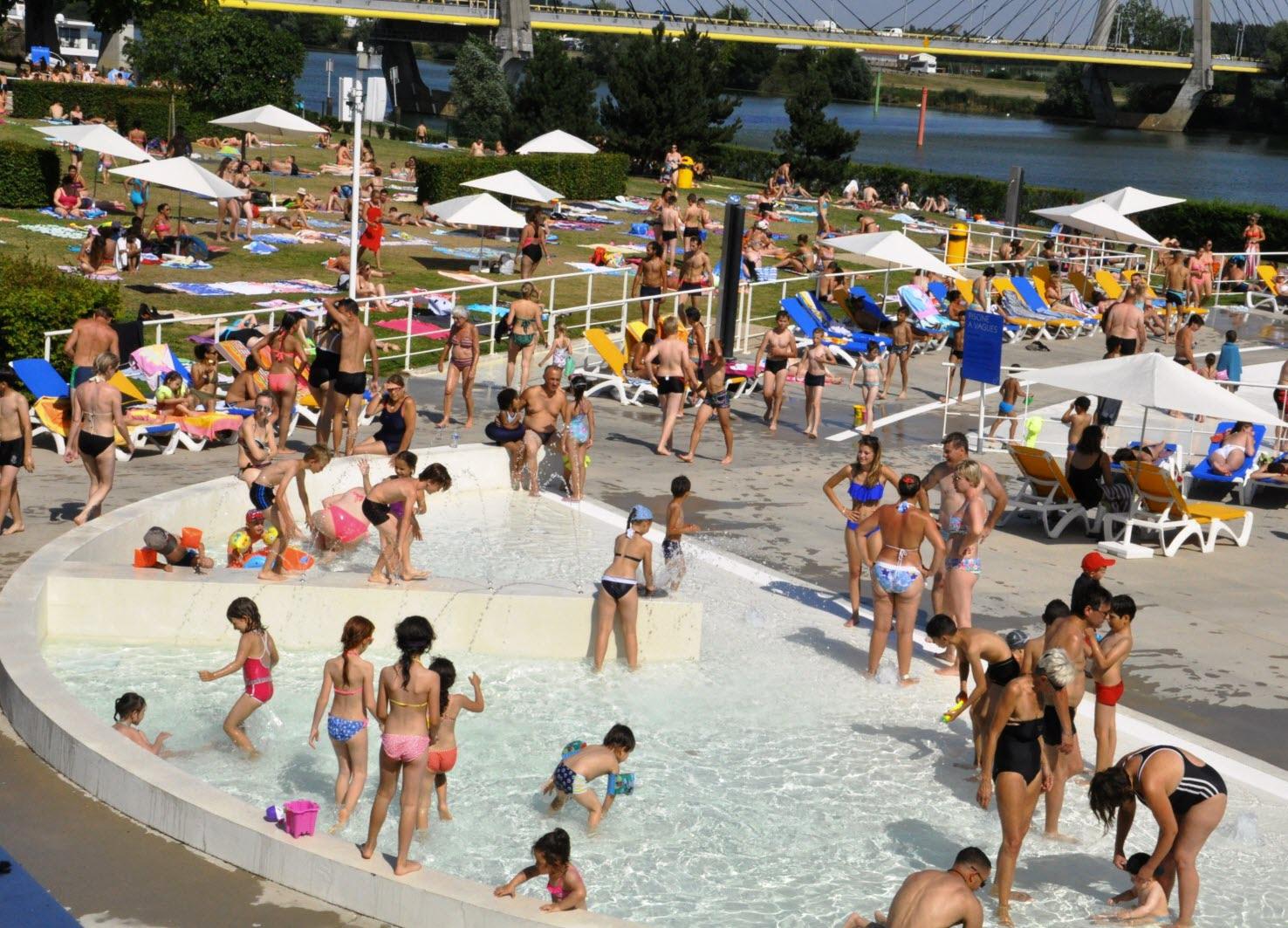 Chalon-Sur-Saône | Un Bain De Soleil Pour La Piscine à Piscine De Chalon Sur Saone