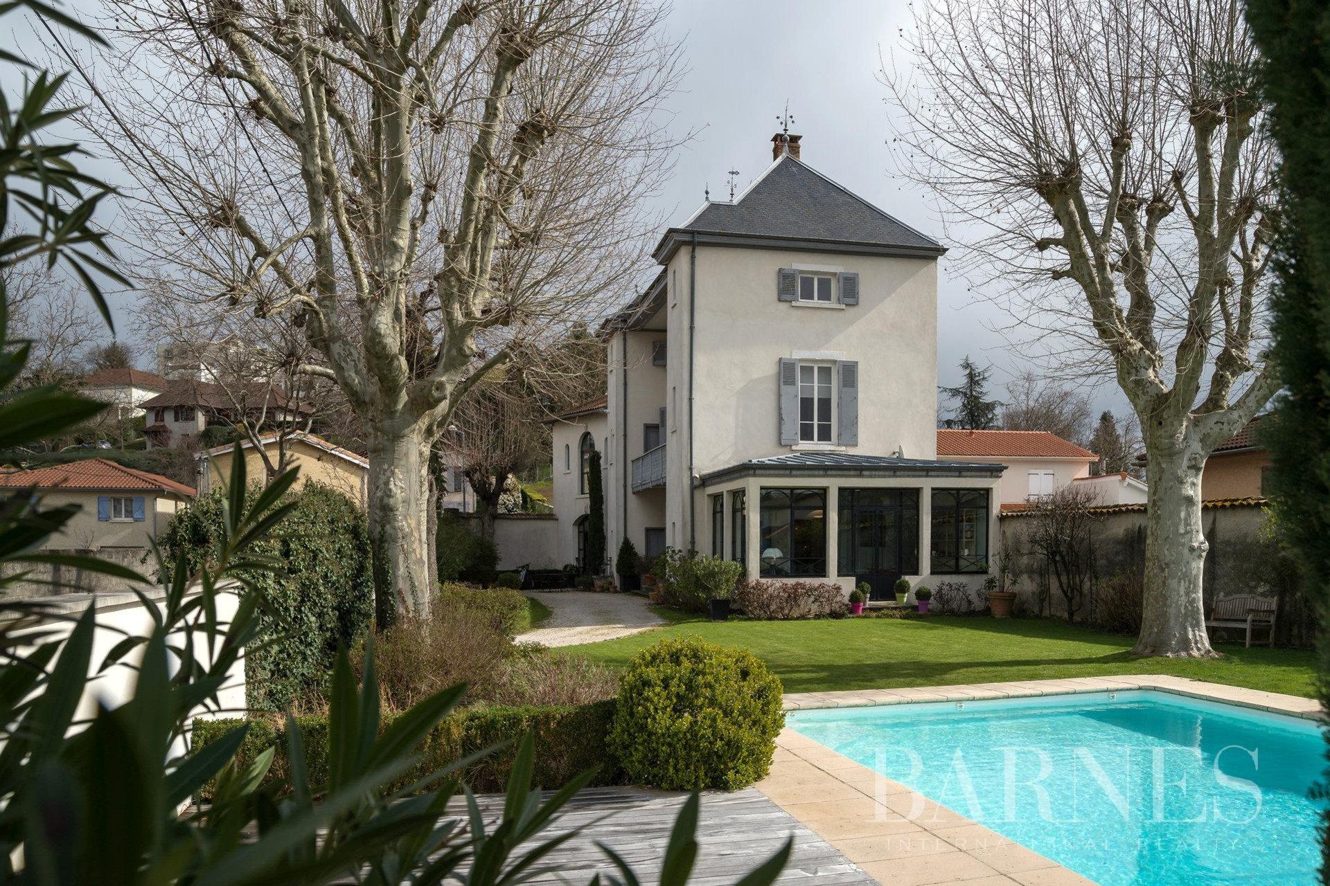 Chassieu - Maison De Caractère De 300 M² - Terrain De 795 M² ... encequiconcerne Piscine Chassieu