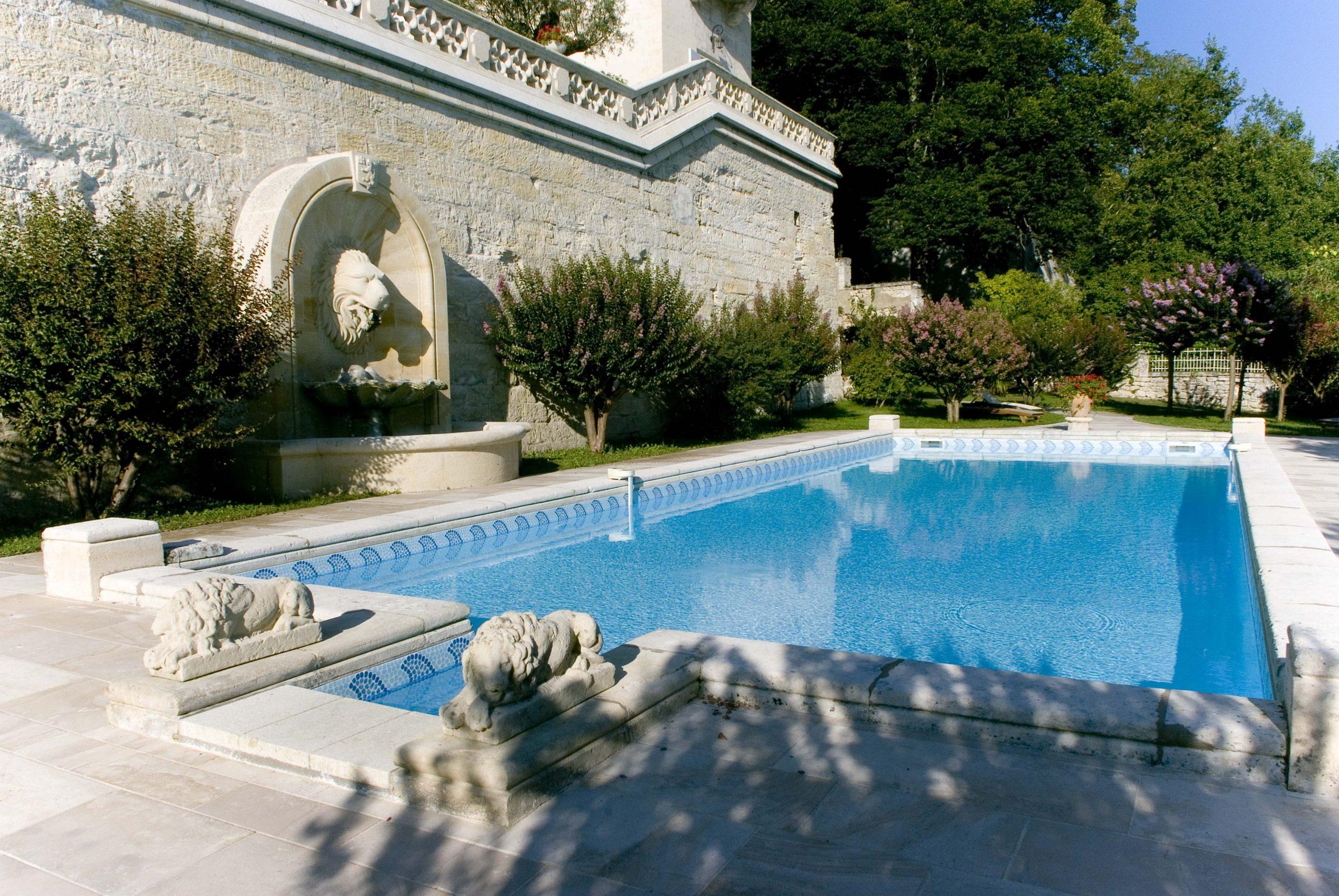 Château De La Rivière avec Pisciniste Bordeaux