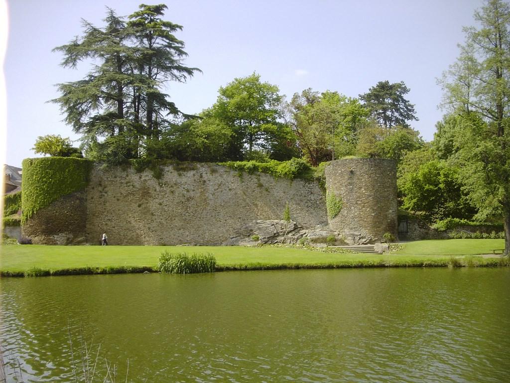 Chateau De Pierre Landais À Le Loroux-Bottereau à Piscine Le Loroux Bottereau