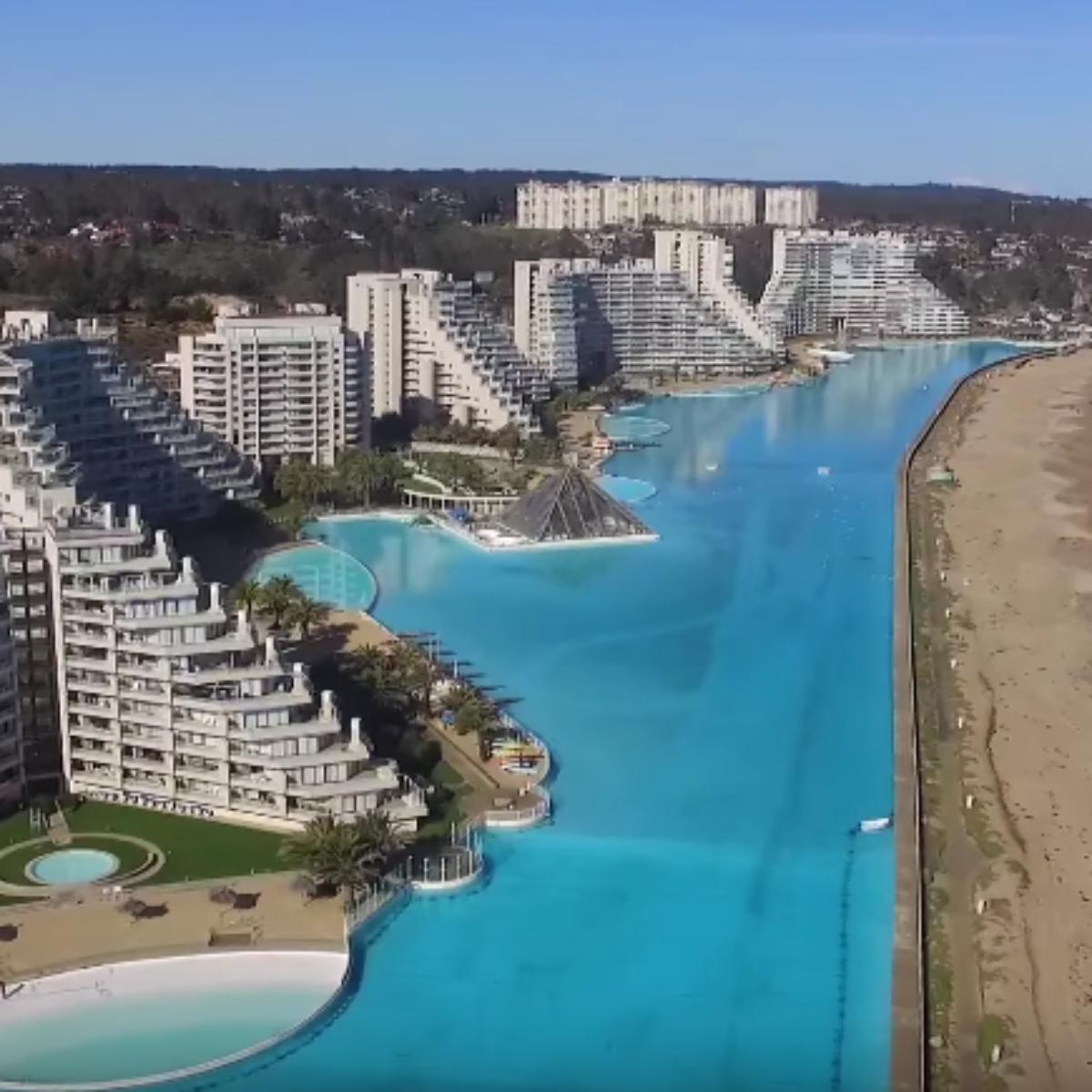 Chili : La Plus Grande Piscine Du Monde Survolée Par Un Drone ! encequiconcerne Plus Grande Piscine Du Monde