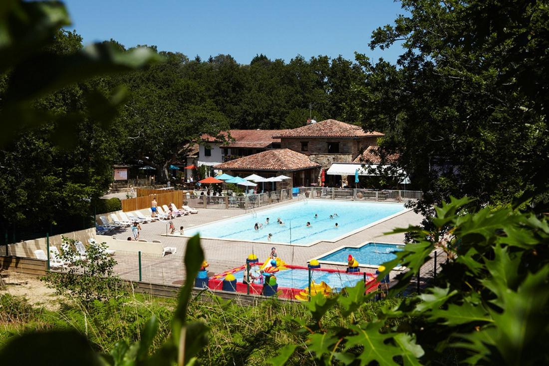 Col D'ibardin, Un Camping Avec Piscine Au Pays Basque ... intérieur Camping Pays Basque Avec Piscine